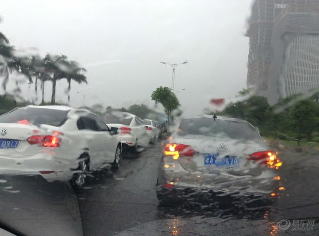 海南/为促成这次活动积极联系保亭以及琼海残联主席的小雨伞