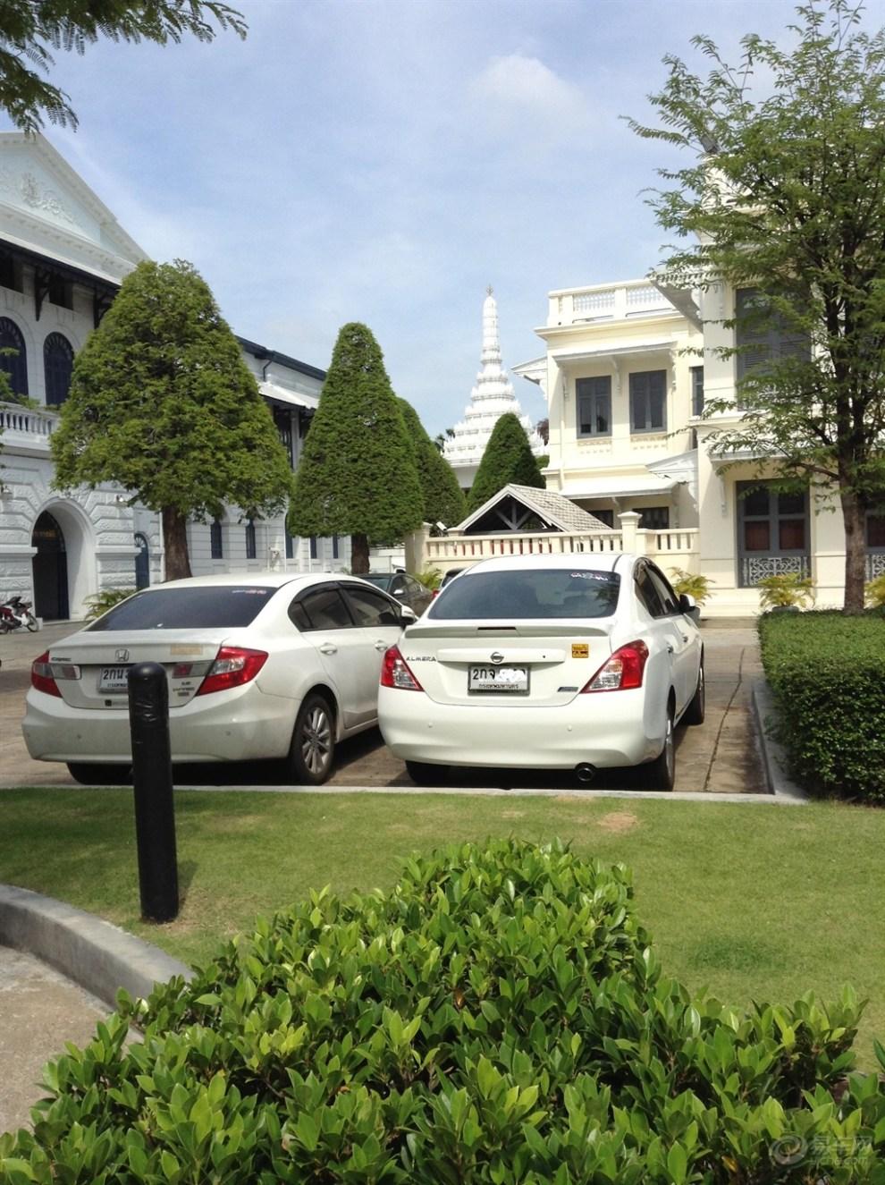 泰国一趟,发觉泰国白色的车居多,而且小型车卖得很好,日产高清图片