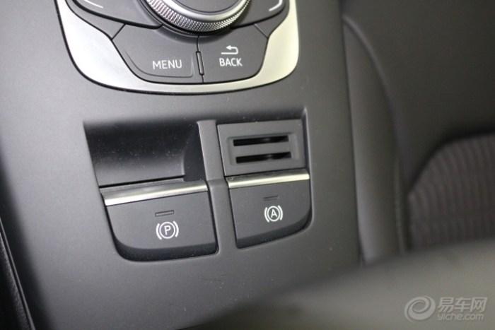 电子手刹和自动驻车开关,驾驶操作时特别方便实用