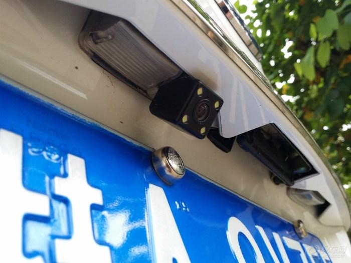 行车记录仪后摄像头如何安装?