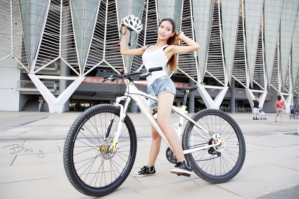 骑单车_骑单车的男孩女孩公社MM采集到人物插画