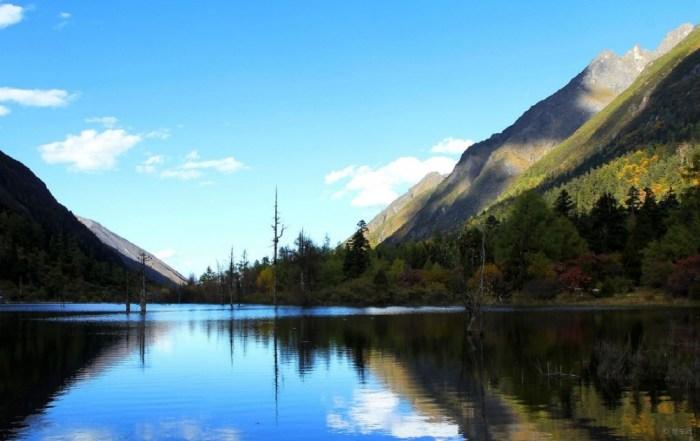 景点推荐: 米亚罗风景区 米亚罗红叶景区位于四川省阿坝藏族羌族自治