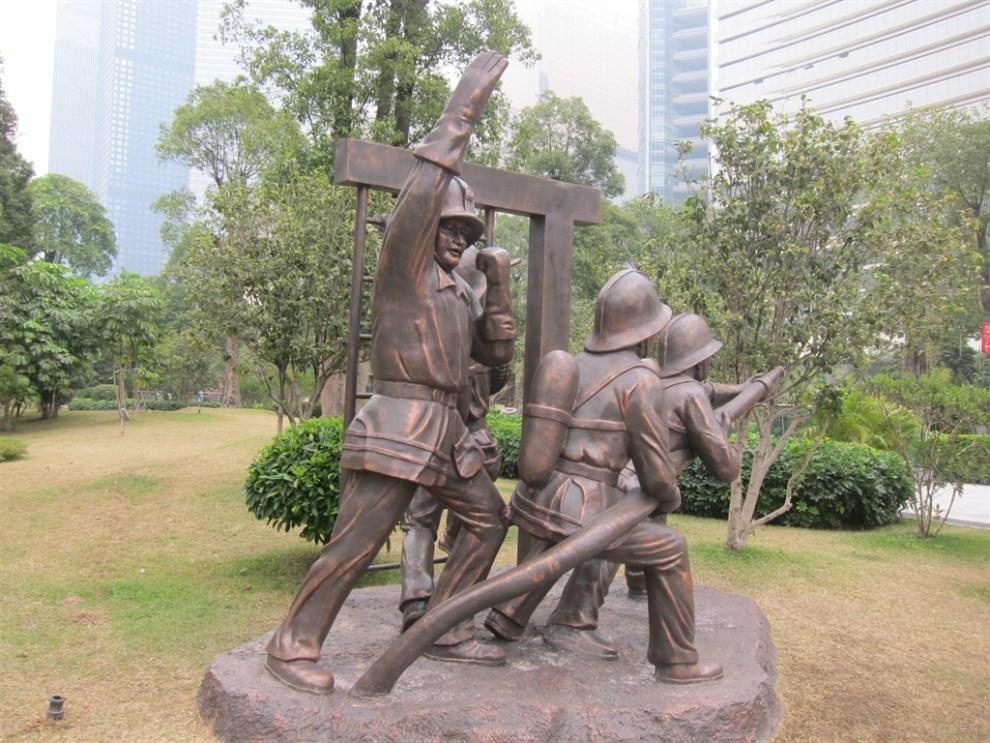 花城广场消防雕像展图片