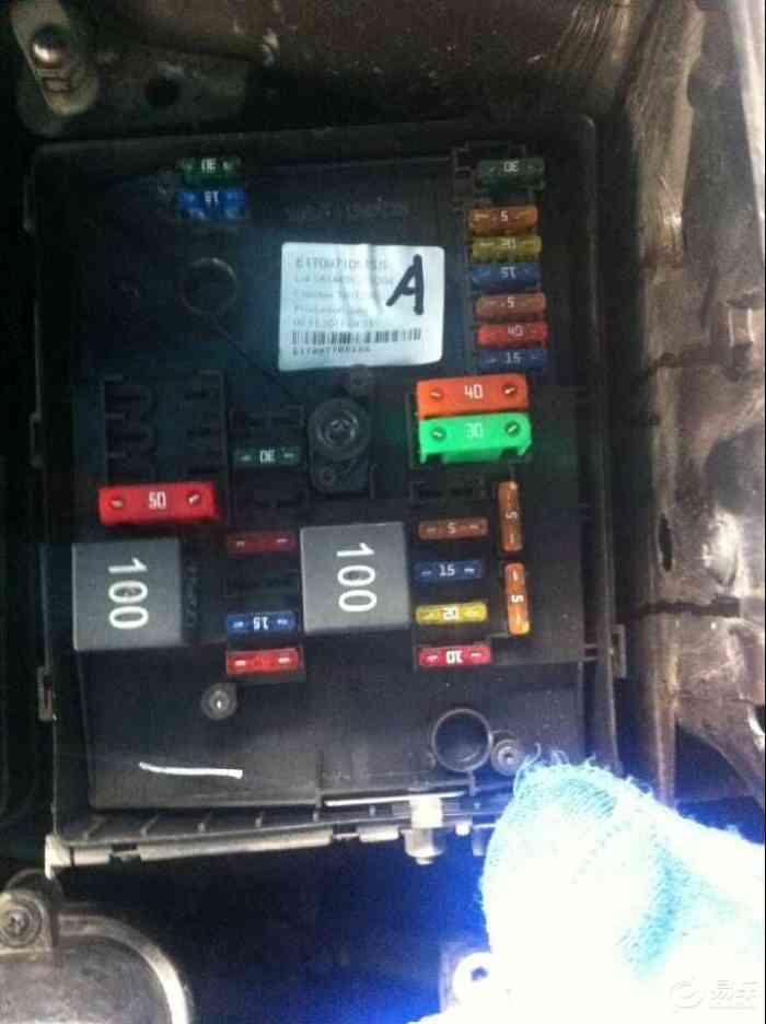 2012年的至臻版途安保险丝盒溶解,指示灯亮