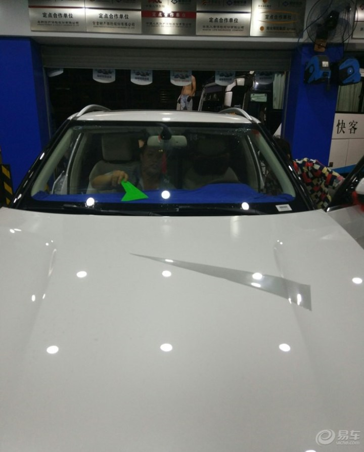 众泰T700尊贵白提车顺便贴膜