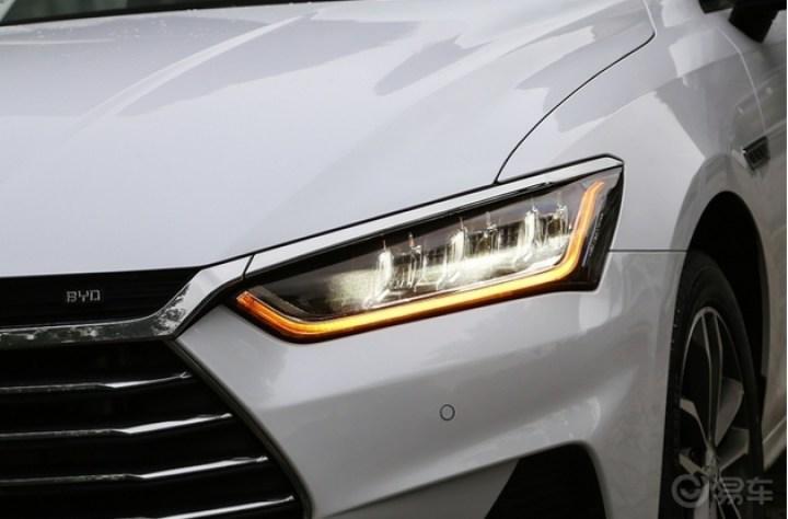 自动led大灯属于全系标配,可见比亚迪够豪气.