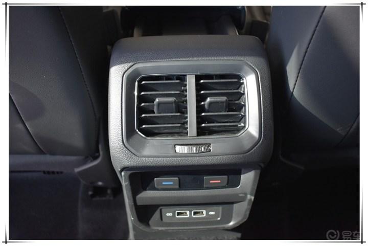 到店试驾 途观l phev新能源车型  后排设计有独立空调机独立出风口