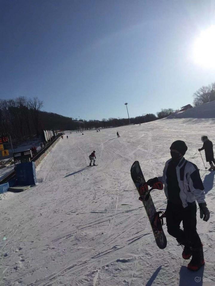 圣诞的一场大雪打开和我们的滑雪之门