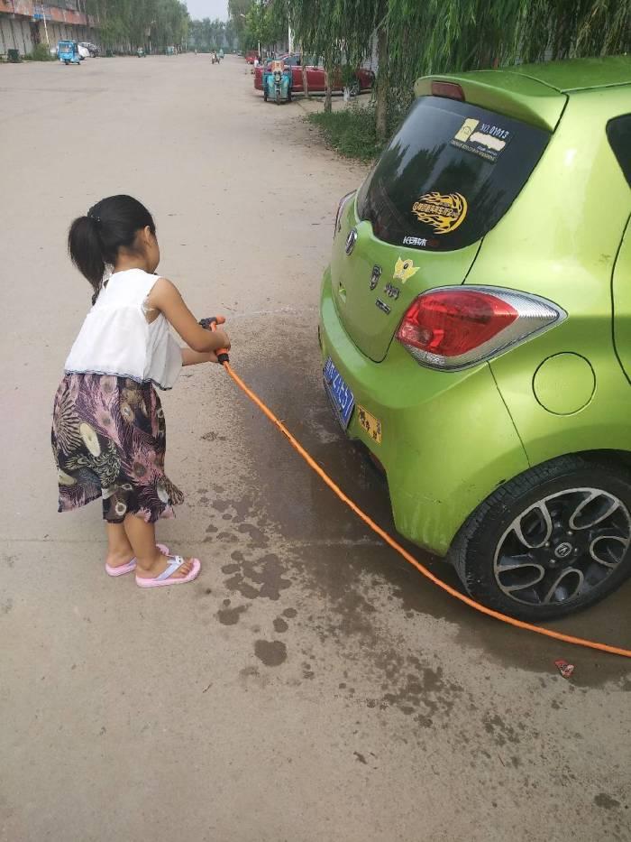 【山东长安车友会】温馨时刻小公举给小奔奔洗澡