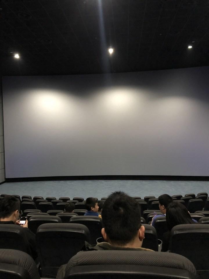 空闲时间,带着大小女朋友看电影了