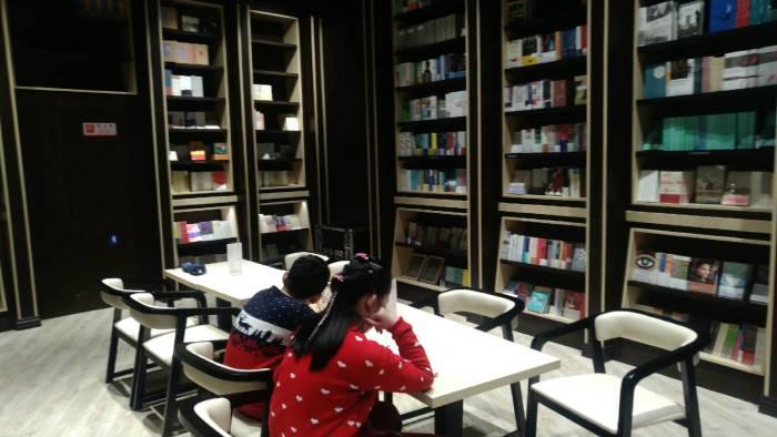 我和大通春节的故事-逛书城