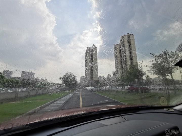 南方进入雨季  三分钟DIY换雨刮
