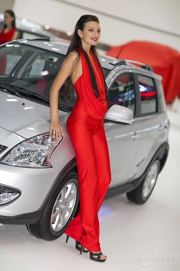 带你感受俄罗斯车展上美模们的诱惑