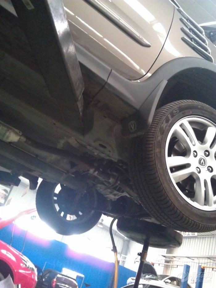 公里首保加安装发动机下护板作业 多图 -长安CX20社区高清图片
