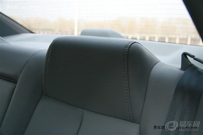 新悦动怎么安装后排的坐垫啊?
