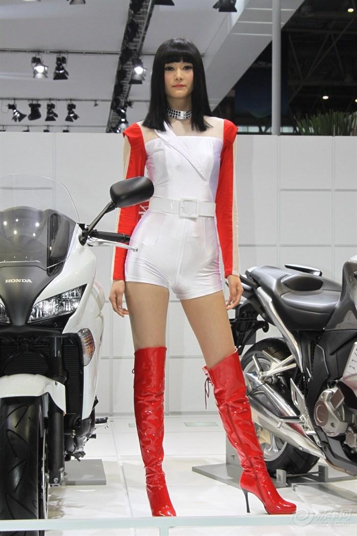 【【车展美女】本田展台摩托车模
