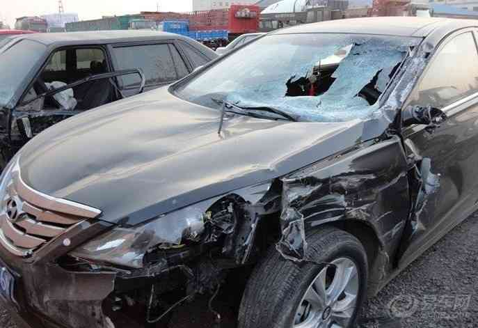 请有料的同学跟帖报道一下你所了解拍摄到的索八车祸,起到警示大家的作用。