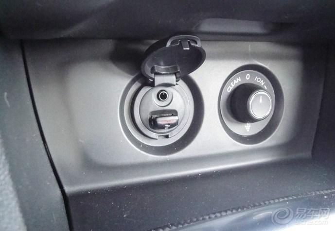 化妆镜很不错   方向盘下面 放要放遥控钥匙的地方 可能是高清图片