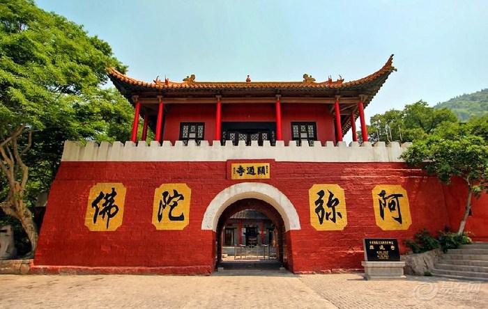 里面有显通寺,儿童乐园,刘开渠纪念馆,动物园,人工湖.