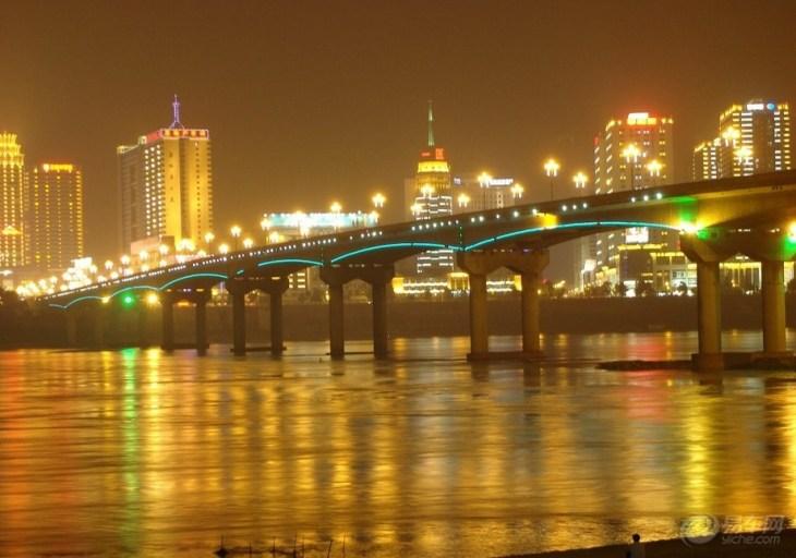 11张照片 目的地介绍 株洲湘江风光带位于城市的湘江沿岸,其中河西